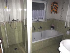Ferienwohnung mit Bad und Dusche